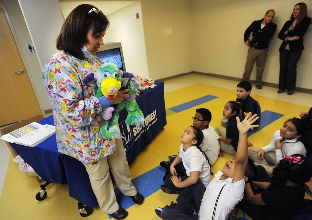 Give_Kids_a_Smile_Day_-_Southwest_CHC_-_Bridgeport.jpg